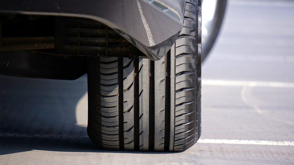 タイヤ溝 深さ