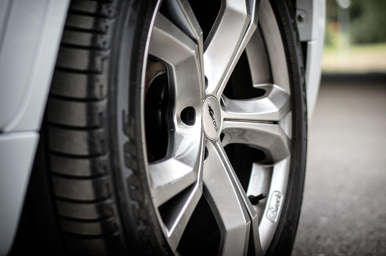 タイヤに窒素ガスを充填する意味とメリットは?ハンドリング効果と乗り心地についても