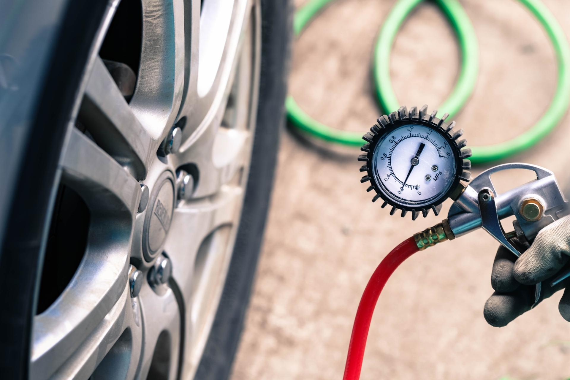 タイヤの空気圧の点検はどこでするの?チェックする頻度と期間はいつ頃?
