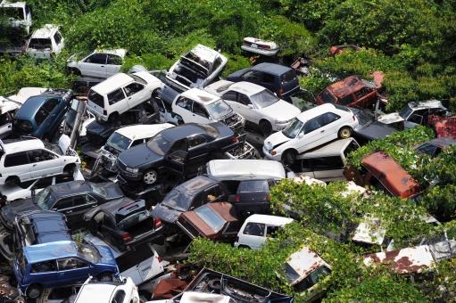 車の廃車手続きをディーラーでした場合のかかる費用と期間は?保険の解約はいつ行う?