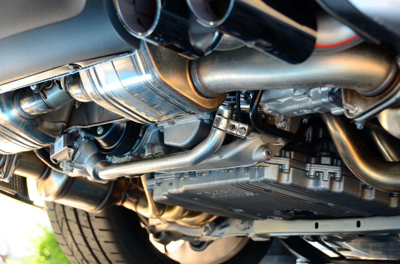 車のアンダーコートの必要性は?施工費用と防錆・防音の効果について