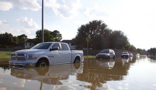 車の水没時に水位はどこまでなら大丈夫?マフラーの高さが限界?